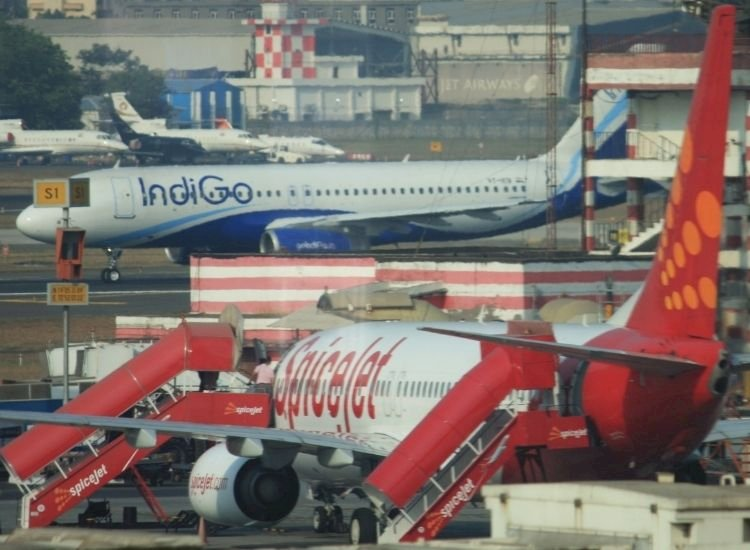 IndiGo, SpiceJet announce New Year bonanza for flyers