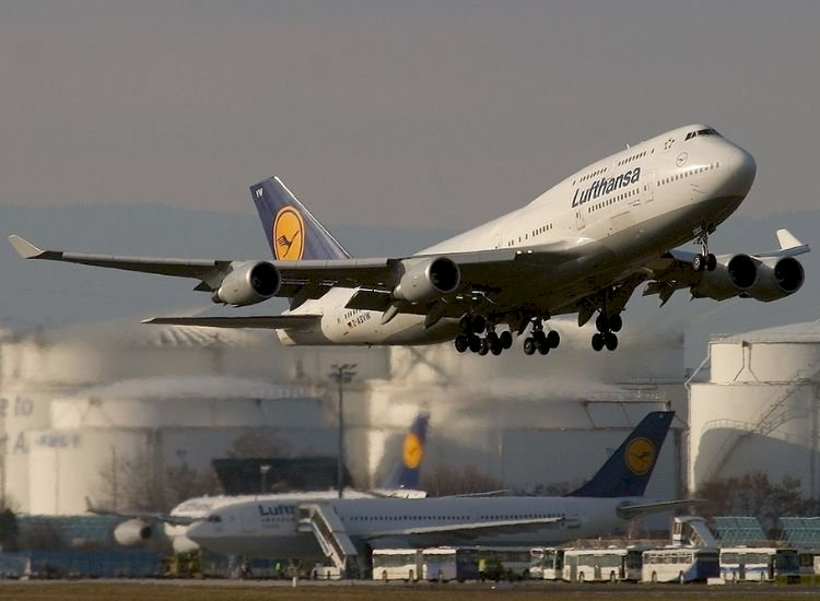 Covid-stressed Lufthansa throws out 103 Indian staff for seeking job assurance