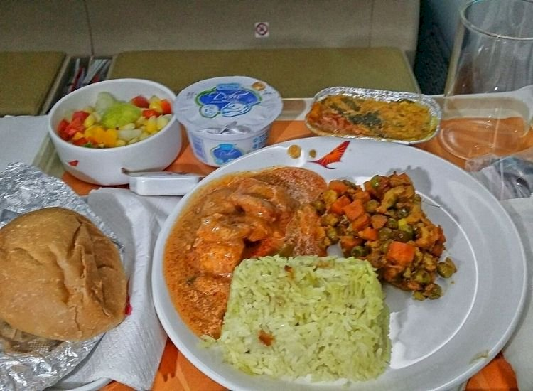 Covid surge forces India to cancel meals on domestic flights under 2 hours