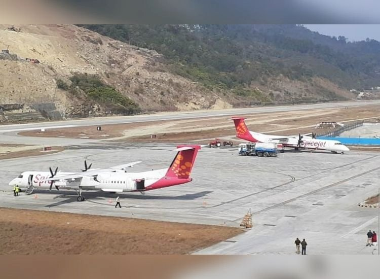 SpiceJet bends all rules to fly to dangerous Pakyong; DGCA doesn't care